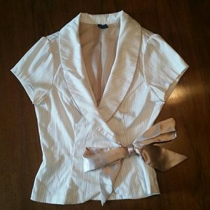 Cute! Short-Sleeve Blazer with Large Bow